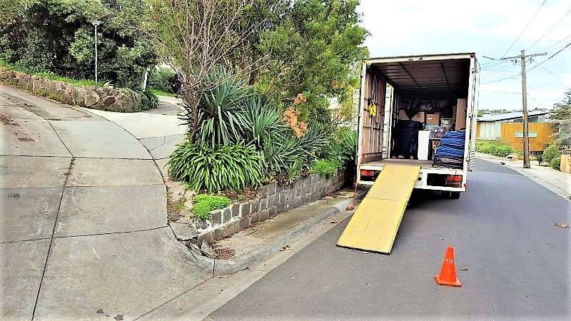 Hilly for removalists Keilor East.