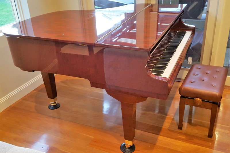 Grand piano by Sunshine house movers.