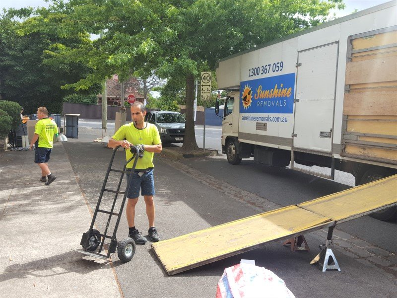 Sunshine removalists Melbourne Companies Truck and movers