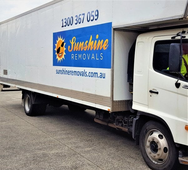 Hr furniture removals truck
