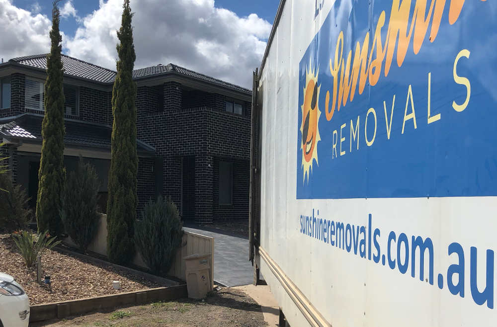 Sunshine House removalists Melbourne Brimbank and removals Truck.